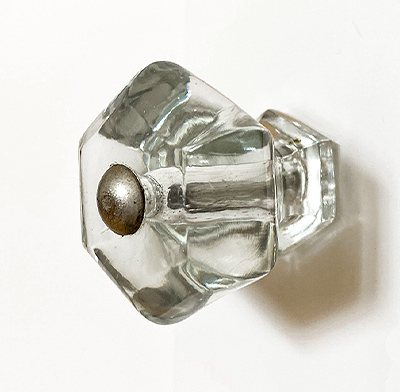 An American classic - the clear hexagonal glass knob